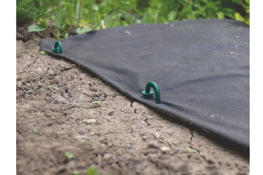 Kolík pro upevnění netkané textilie