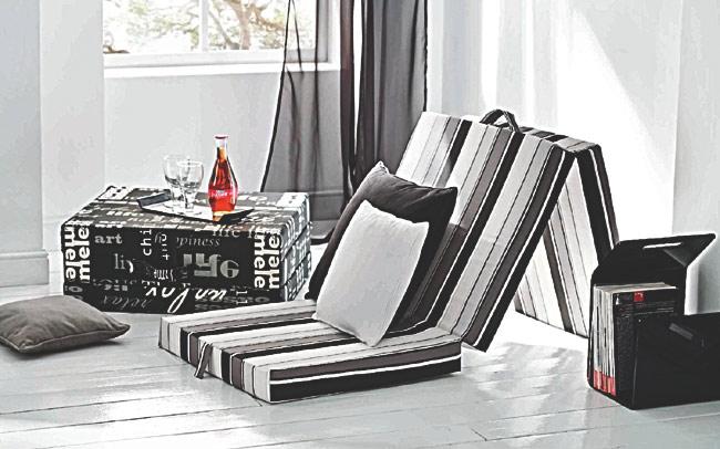 Universální skládací matrace pro hosty