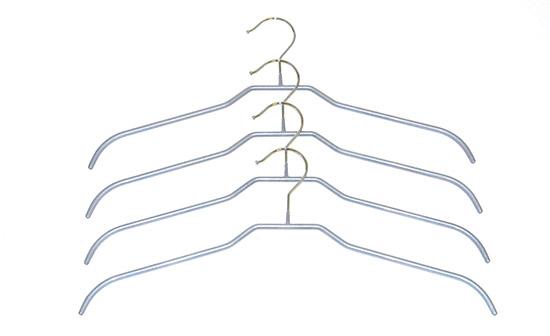 Kovový věšák na šaty 4 ks Ado1015