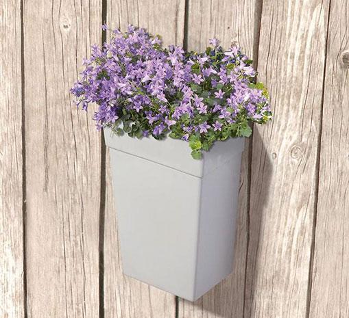 Vysoký plastový květináč 6769 i na stěnu 26 x 16 x 42 cm, bílá