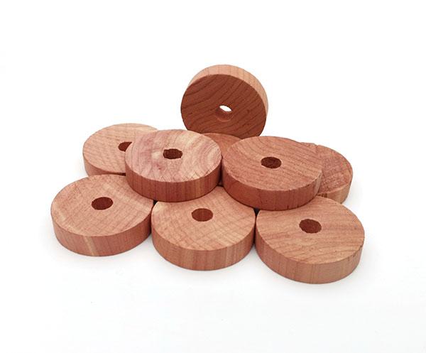 Cedrové dřevo do skříně Kroužky na ramínka proti molům 9 ks, průměr 4 cm