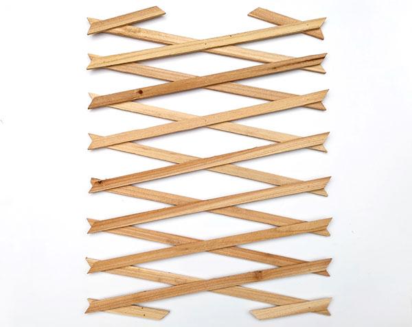 Okrasná dřevěná mřížka 3564 na popínavé rostliny 30 x180 cm, přírodní
