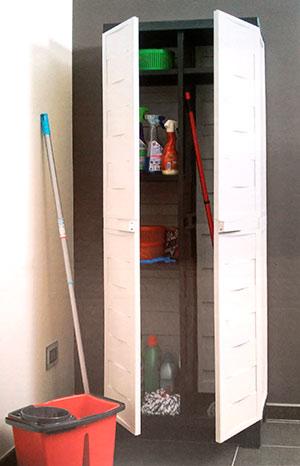 Úklidová skříň Ambition 65x37x173 cm, 4 police, šedo/černá
